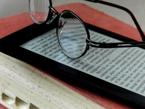 photo of an ereader and glasses